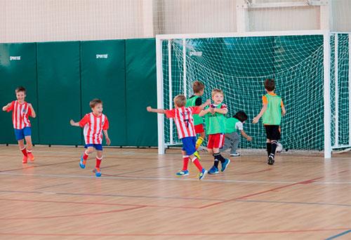 Мини футбол в Киевской секции клуба 5 элемент