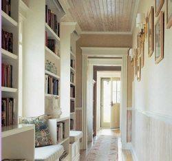 Как оформить узкий коридор?