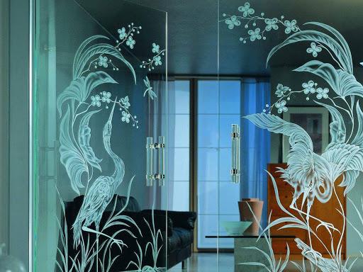 Гравирование стекла: виды и технологии