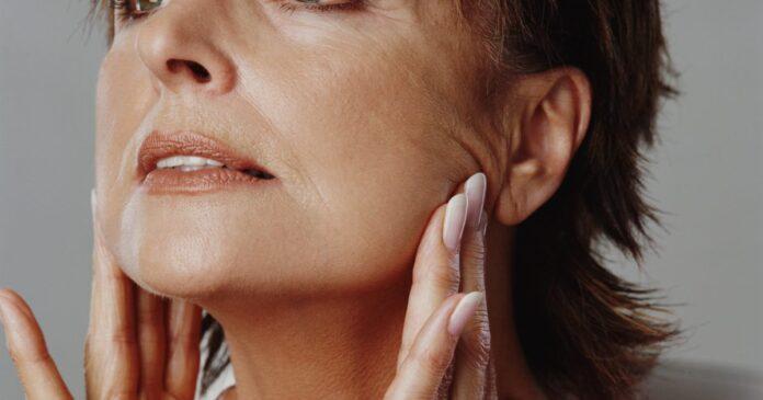 Крем для сухой и увядающей кожи лица — как его выбрать и применять?